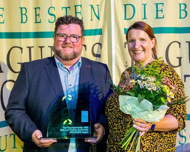 Abb. Jörg und Claudia Bachmann sind  TOP-Tagungshoteliers 2020